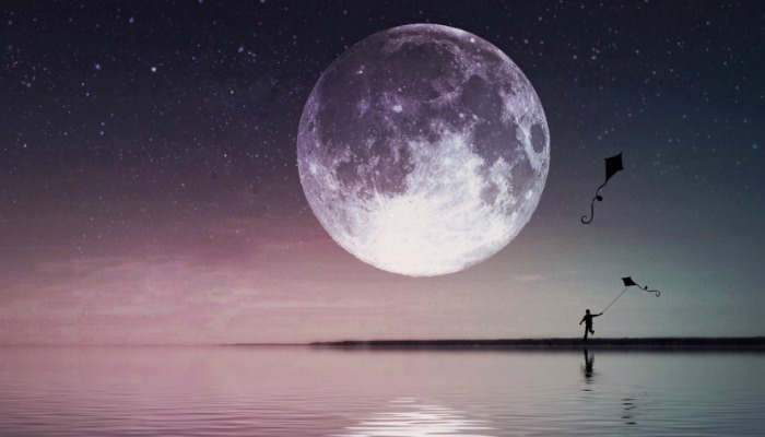 August 2018 Full Moon in Pisces: Kites of Fate